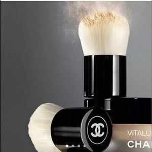 New CHANEL Vitalumiere Mini Kabuki Brush